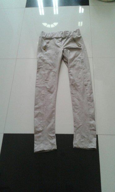 pantalone kozne bez boja sa reljefom po pantalonama zipzari kod dela g - Backa Palanka
