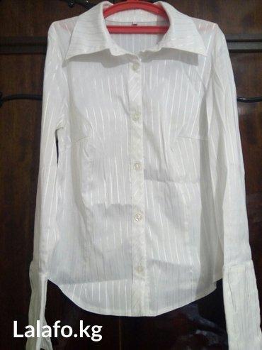Продаю женскую белую офисную  блузку. в Лебединовка