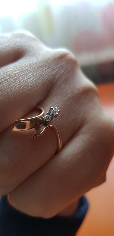 кольцо для туалета в Кыргызстан: Кольцо золотое с бриллиантом. 2 бр. Кр. 57 граней 3/4 0,10карат. Вес