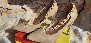 черные-женские-туфли в Кыргызстан: Новые туфли в бежевом цвете фирмы vizyon, 36 размера высота каблука