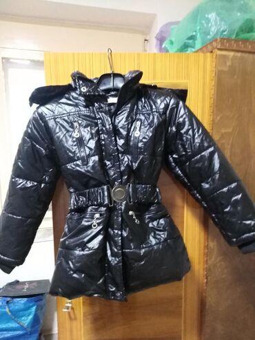 Prelepa dečija jakna, postavljena, bez mane.Veličina piše 10