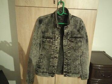 Продам куртка очень хорошо состяне сам покумал в Турциия за 3000 два