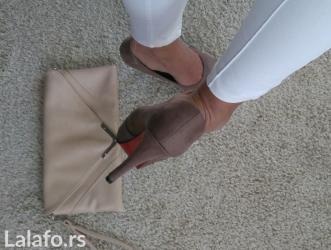 Cipele su par puta obuvene, vidi se na poslednjoj slici gde je slikan - Novi Sad