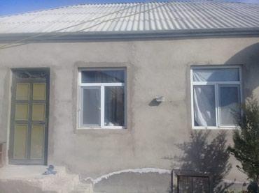 Bakı şəhərində Tecili satlır heyetde 4 dene ev var 3 de yaşyış var kiraye