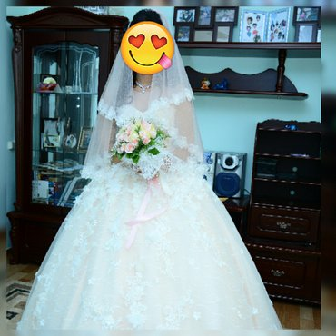 Шикарное, очень красивое, необычное свадебное платье, обшитое нежными  в Бишкек