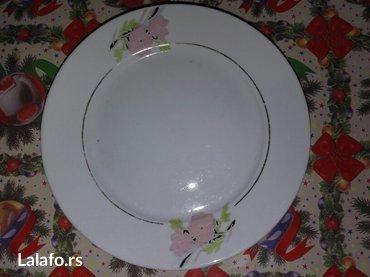 Ima samo cetiri tanjira,manji su od redovnog plitkog tanjira a veci od - Kikinda