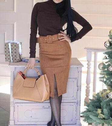 Очень красивая юбка карандаш по фигуре. В живую выглядит круче.  Носил