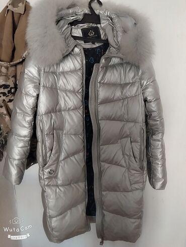 Теплая, зимняя куртка размера xxl, но можно носить как оверсайз. Ворот