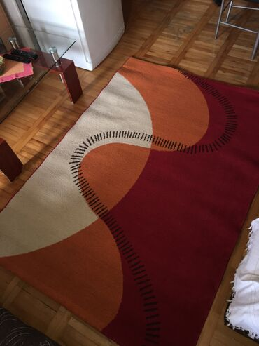 Kuća i bašta - Kragujevac: Продајем тепих димензија 190х135 у екстра стању, очуван нов, коришћен