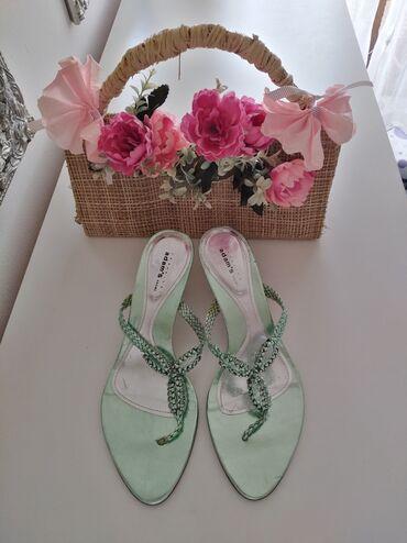 Metalik zelene ekstravagantne sandale, japanke na štiklicu sa