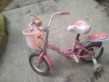 Спорт и хобби - Кок-Ой: Детский велосипед б/уРазмер 12,для девочек 4-5-6-7 летСостояние