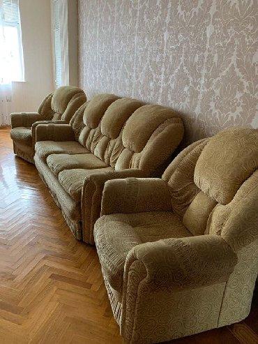 Divan kreslo-150 azn,divanin ayag hissesinde problem var .divan