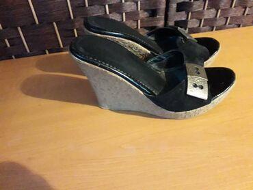 Продаю обувь в хорошем состоянии все 37-38 размера. Шесть пар продам