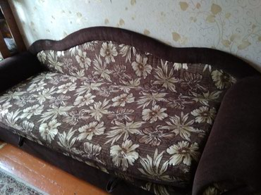 Срочно продаю диван - кровать с задвижкой для белья . в Бишкек