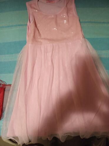 Dečija odeća i obuća | Zrenjanin: Na prodaju decije haljine velicina 5 do 8 God cene od 0din Licno