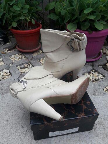Ženska obuća | Cuprija: Cizmice br 38 Vidi se gde je malo osteceno ali mogu jos da se nose i