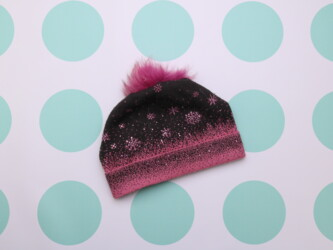 Детская теплая шапка со стразами и помпоном    Высота: 18 см Ширина: 2