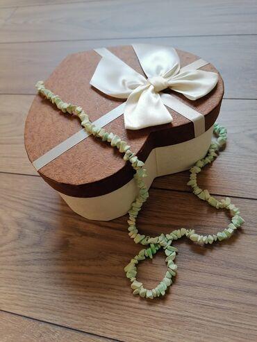 Kućni dekor - Mladenovac: Ukrasna kutija srce, prečnika 19 cm u gornjem delu, visine 8 cm.  Nova