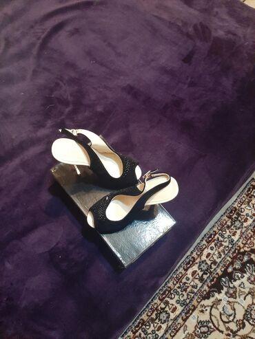 Продаю новые туфли размер 35шпилька