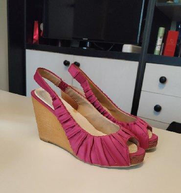 Ženska obuća | Plandište: Sandalice sa platformom, nijednom nisu nošene, jer je jedna u kaišiću