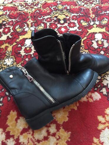 Кожаные деми ботиночки,в очень хорошем состоянии размер 35 подойдут 36