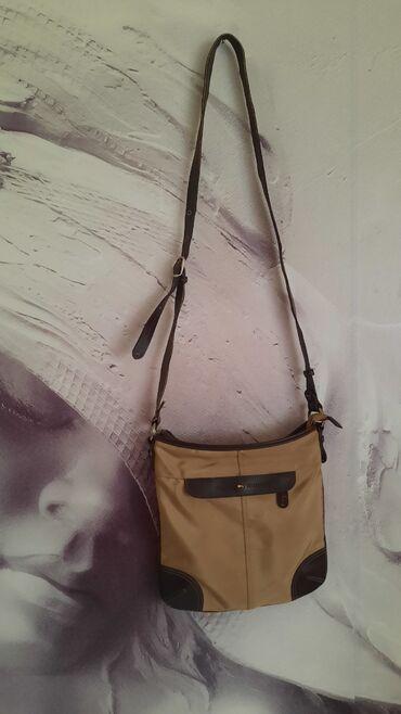 Bez torbica - Srbija: Tommy Hilfinger torbica u krem braon kombinaciji od šuškavog platna sa