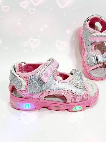 Svetlece sandalice koje svetle na pritisak stopala imaju tri podesiva