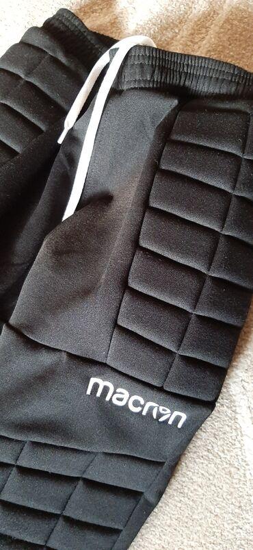 Prodajem crne decije zimske pantalone za golmana, postavljene.Velicina