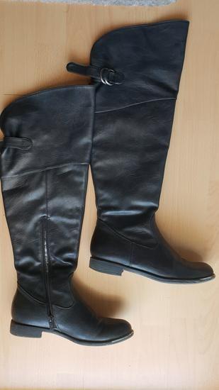 I dalje veoma aktuelan model crne cizme preko kolena. Klasik koji je - Novi Sad
