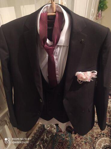 Продаю новую костюм полный комплект рубашка Светочка от груда галстук