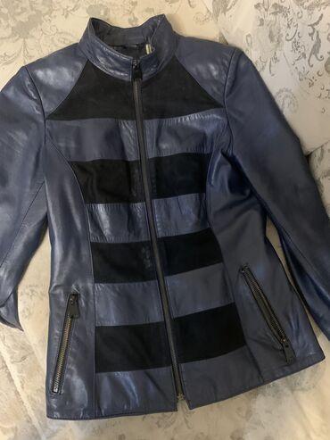audi allroad 42 quattro в Кыргызстан: Кожаная куртка ( натуралка ) 42 размер . Синяя женская курточка