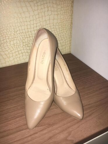 Натуральные кожаные туфли 40 размер нормальном состоянии