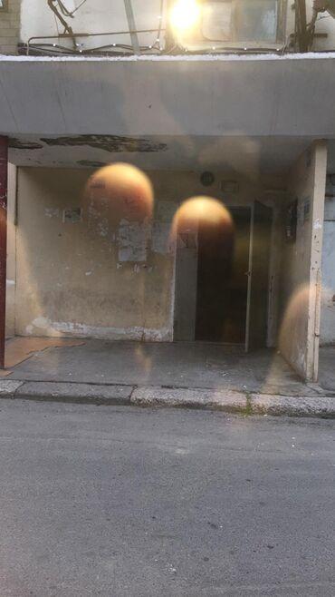 Binaların icarəsi - Azərbaycan: Balaca 6 kv metrlik obyekt icareye verirem,8 mikrarayonda yerlewir
