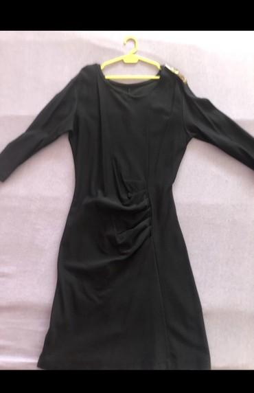 Crna haljina. Bez ostecenja. Nosena 2x. Sirina ramena: 38 cm. Rukavi - Sombor