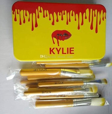 Kylie - Srbija: KYLIE Profesionalan set od 12 cetkica za šminkanjeSamo 900