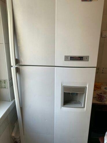 Б/у Двухкамерный Белый холодильник Daewoo