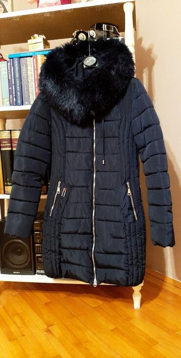 Teget jakna kao nova. M velicina, moze i za S komotno. Fali metalni