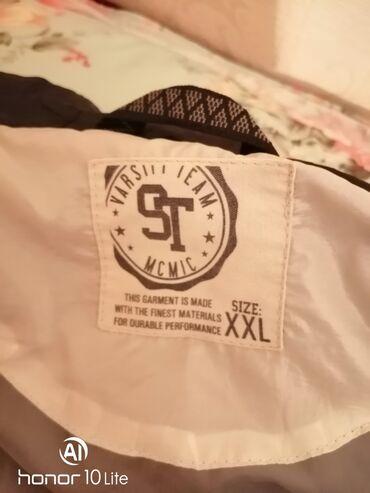 Продаю куртку белую с чёрным капюшоном. Ношенное, в хорошем состоянии