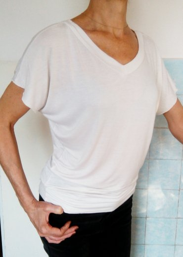 odejda в Кыргызстан: Продам белоснежную блузку свободного кроя. размер: 44-46, l-xl. ткань