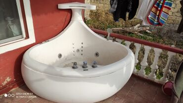 вытяжка для ванны в Азербайджан: Zabrat 1de yerlewir.Real alicilar zeng etsinler.qiymeti 3000 azn