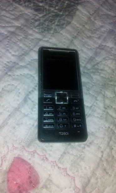Sony Ericsson,bez baterije i punjača - Crvenka