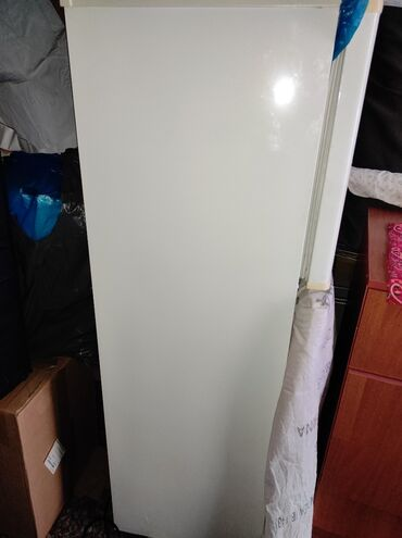 sapogi zhenskie razmer 40 в Кыргызстан: Б/у Двухкамерный Белый холодильник