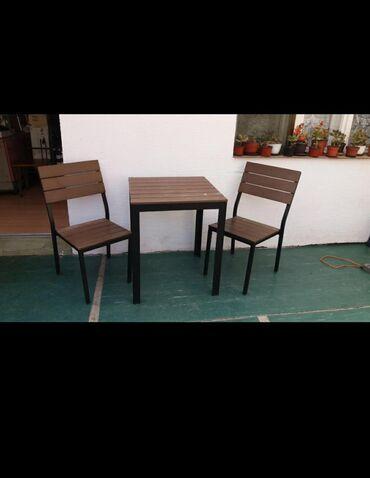 Nameštaj - Borca: Set sto i dve stolice u industriskom stilu koje karakterišu visoko