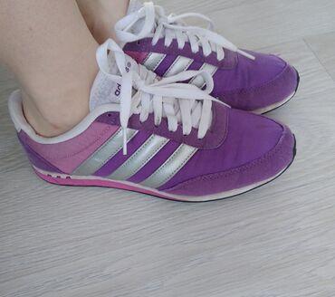 Женская обувь - Бишкек: Adidas оригинал, женские кроссовки, лёгкие, практичные. На размер