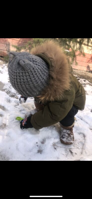 вешалка для верхней одежды бишкек в Кыргызстан: Продам безумно тёплую, классную, зимнюю куртку, натуральный мех