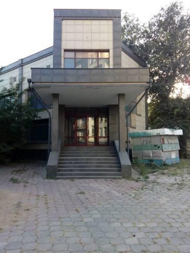 здание в центре города в Кыргызстан: Продаю помещение,продается 3 этажное помещение, помещение под бизнес