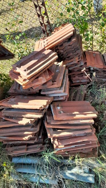 Crep - Srbija: Prodajem crep polovan 10 din komad crep je ocuvan nije polomljen