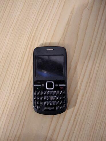 Nokia c3 satilir lenkerandadi ekranda lekesi var bilinmir islemeynede