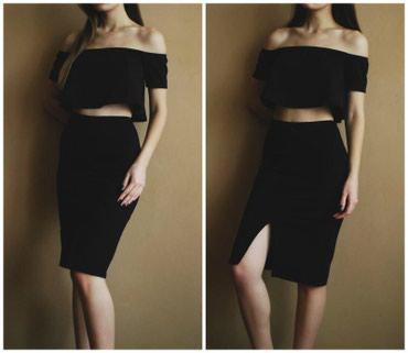 Продается черная юбка бренда Mango с разрезом спереди. Можно носить