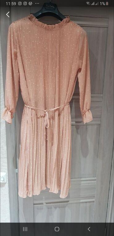 Продаю платье новое.Свободное регулируется пояском.До 48 размера
